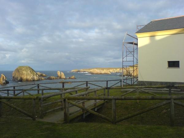 Unsere heutige Herberge in Tapia de Casariego, spektakulär auf einem Felsvorsprung am Meer gebaut