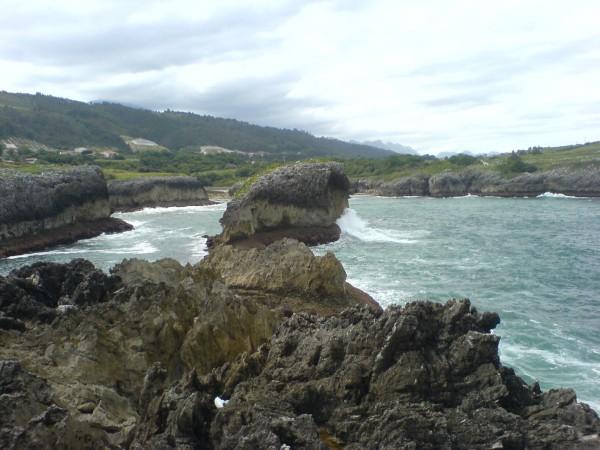 Beeindruckende Naturschauspiele erwarten mich auf dieser Küstenweg-Tagesetappe in Richtung Colombres.