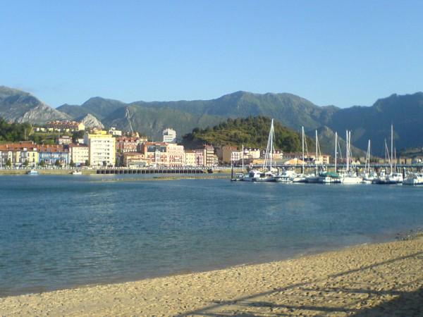 Der kleine Hafen von Ribadesella.