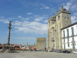 In Porto an der Kathedrale beginnt der portugiesische Jakobsweg